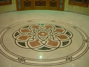 каменная мозаика в холле