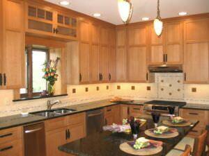 кухня с гранитным островом