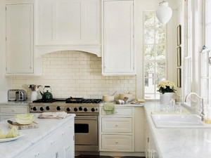 мрамор белого оттенка в кухне
