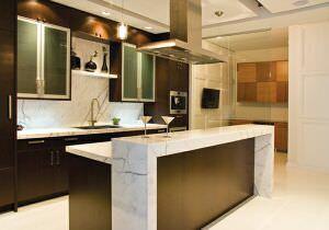 кухонный остров из белого мрамора