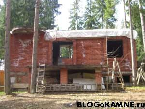 проект дома из камня брошен