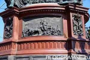 Памятники из малинового кварцита