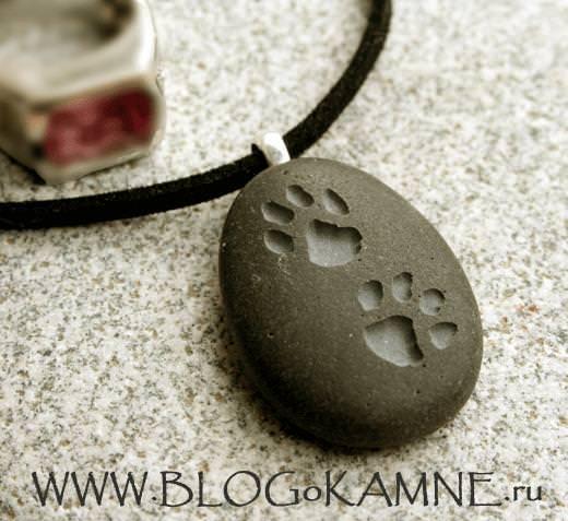 следы на камнях