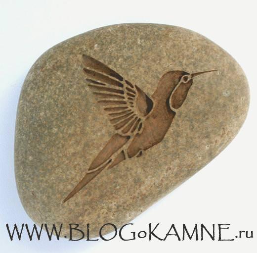 резьба на камне птицы