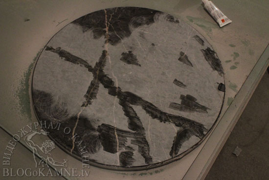 заклеить трещину на каменном столе