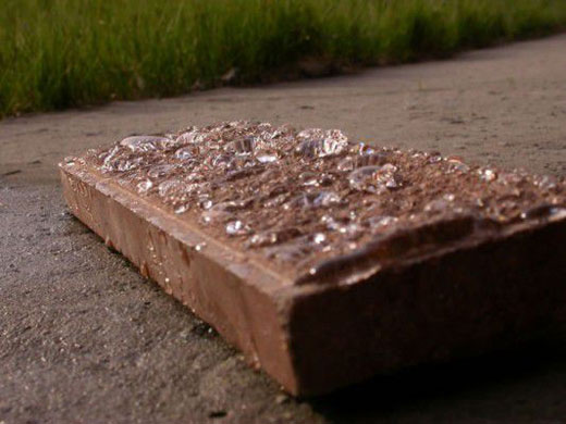 пятна на камне