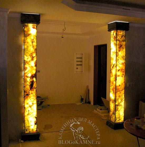 колонны из оникса с подсветкой