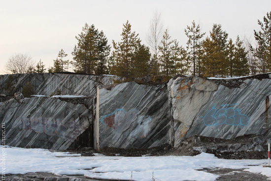 граффити на камне