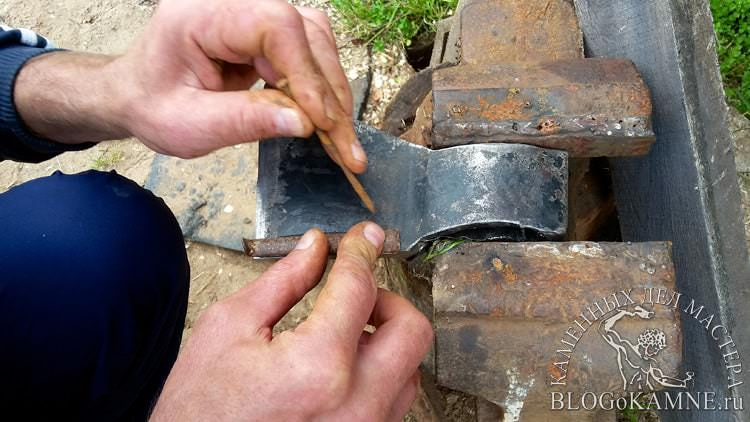 клин для раскалывания камня