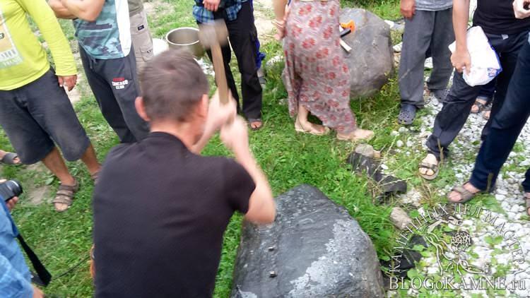 как расколоть небольшой камень